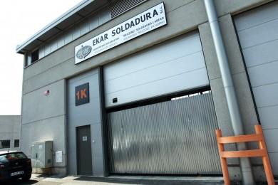 Instalaciones de Ekar Soldadura en el pabelloón del polígono industrial Albitxuri de Elgoibar, Gipuzkoa